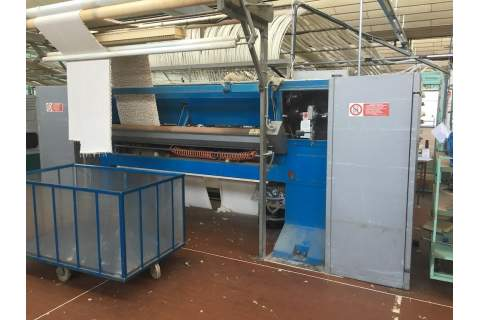 Cobble tufting loom for bath carpet
