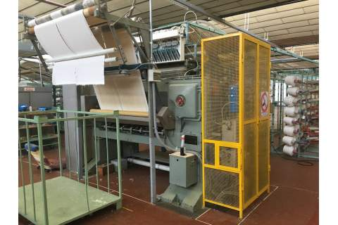 Singer tufting loom for bath carpet